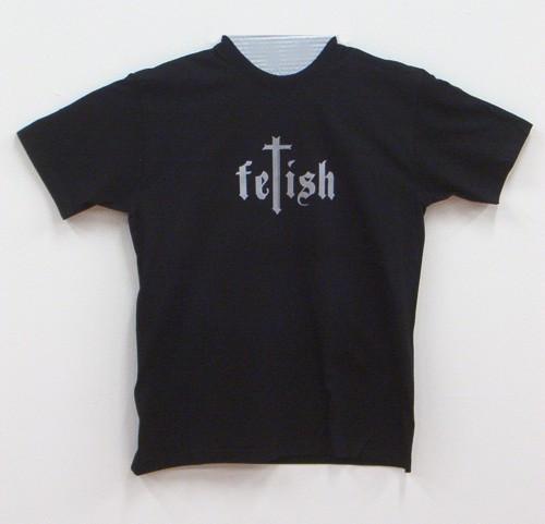 Flot fetish t-shirt, med fed skrifttype.